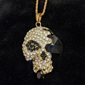 💀🎄NWT Crystal Skull Necklace
